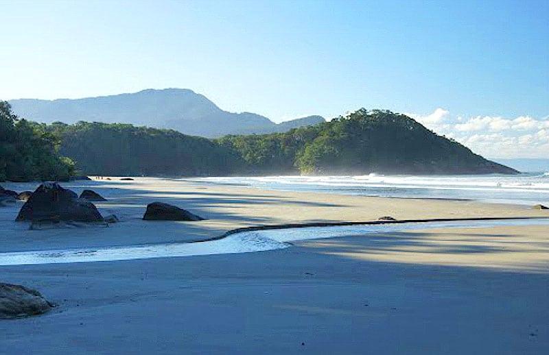 Praia do Arpoador - Peruíbe | Loucos por Praia