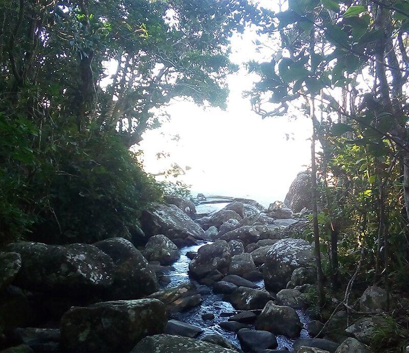 praia-do-arpoador-cachoeira