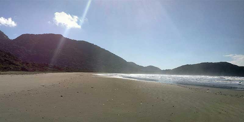 praia-do-arpoador-peruibe